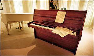 _974485_imagine_piano300