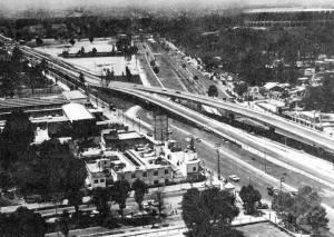 El-cruce-de-la-Calzada-del-Hueso-con-la-Calzada-de-Tlalpan-y-la-bifurcación-del-Viaducto-Tlalpan-1970